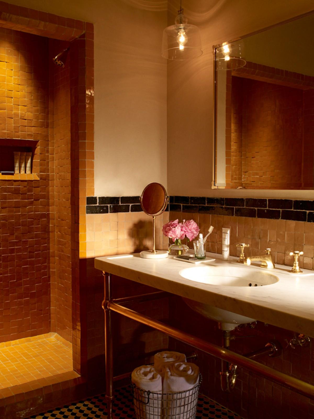 Bathroom detail in the Courtyard Queen Room